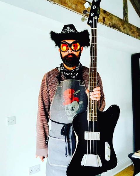 tele%20bass%203.PNG